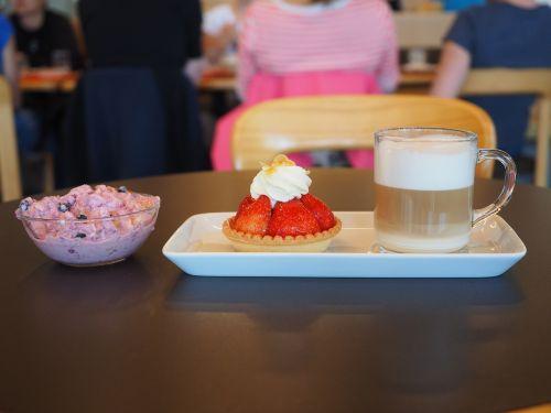 dessert coffee strawberry shortcake