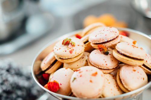 dessert food macaroons