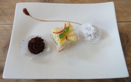 dessert cafe pastry shop