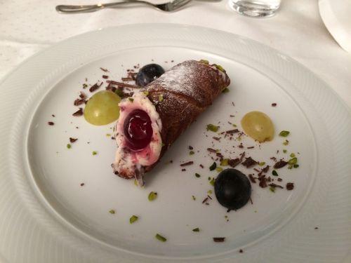 dessert role cream