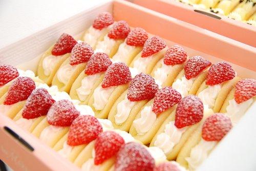 dessert  strawberry  bread
