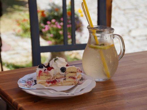 dessert cake lemonade