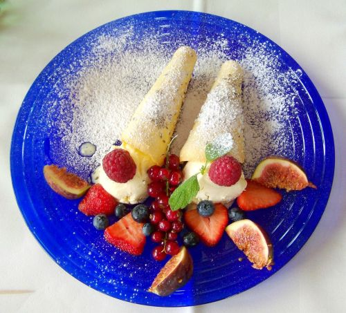 dessert fruity food