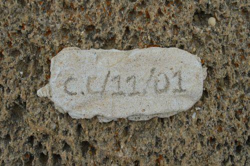 details signature stone