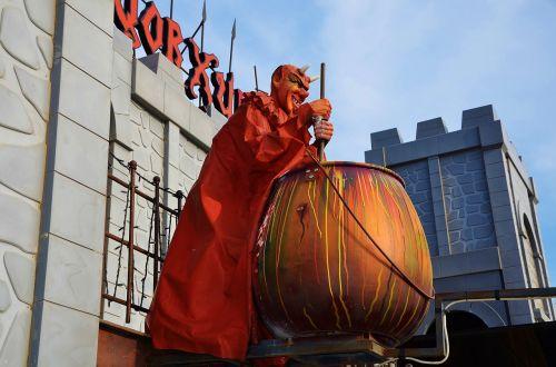 devil statue sculpture