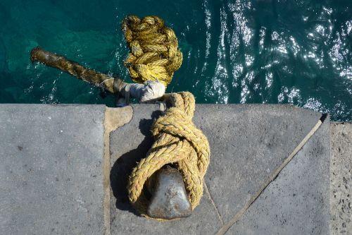 dew bollard rope