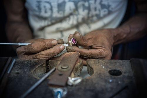 deimantas,Šri Lanka,mine,rankų darbo,rankų darbas,amatų,įrankis,ranka,purvinas,darbas,amatininkai