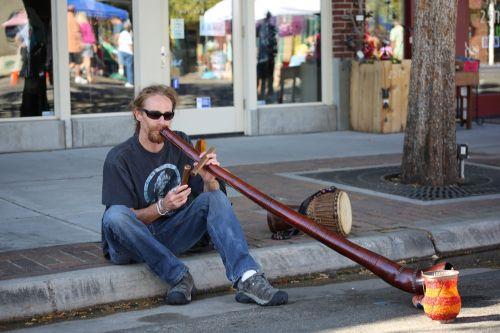 didgeridoo street music man