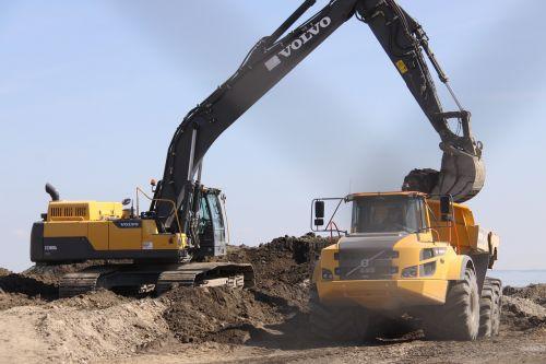 digging crane truck