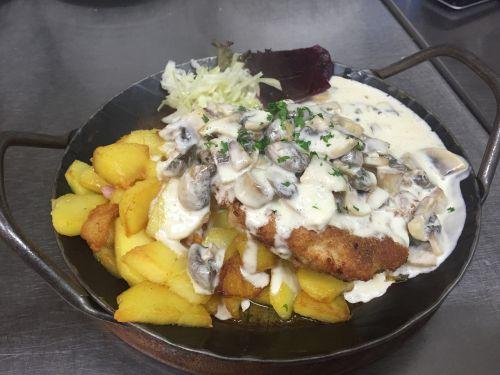 dine schnitzel food