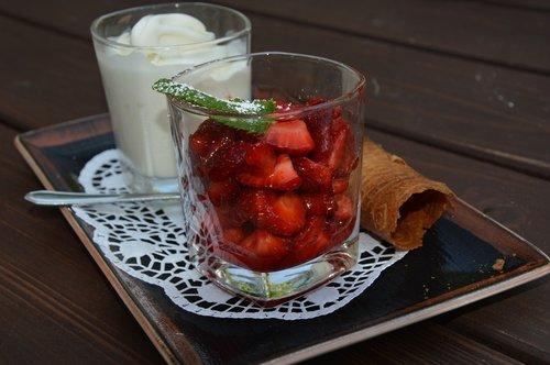 dine  dessert  strawberries
