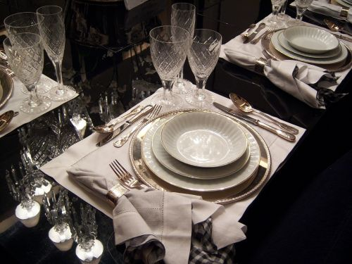 dining table dishes cutlery