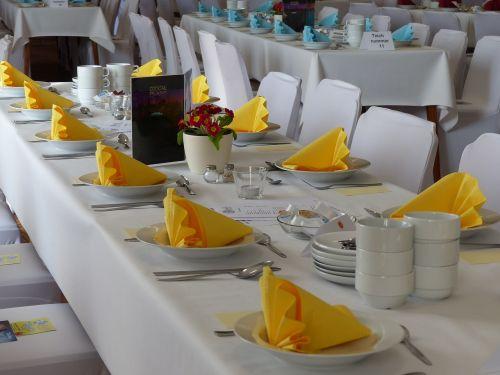 dining tables napkins gedeckter table