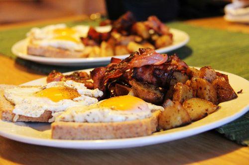 pusryčiai,virėjas,maistas,duona,bacon,kiaušiniai,bulvė,skanus,žiema,kelionė,lauklines kystferie,kvaloya,Kviskysletta,Norvegija,tromso,Skandinavija,Europa