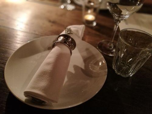 dinner table napkins