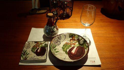 dinner table plate