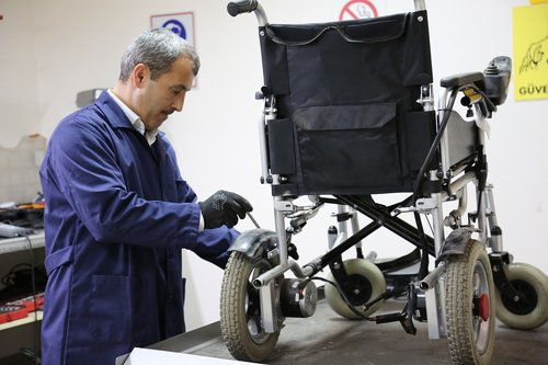 disabled vehicle  maintenance  wheel