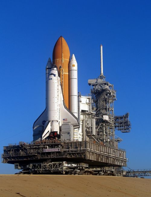 discovery space shuttle rollout launch pad