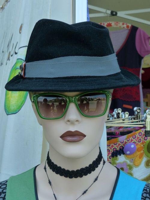 display dummy fashion woman