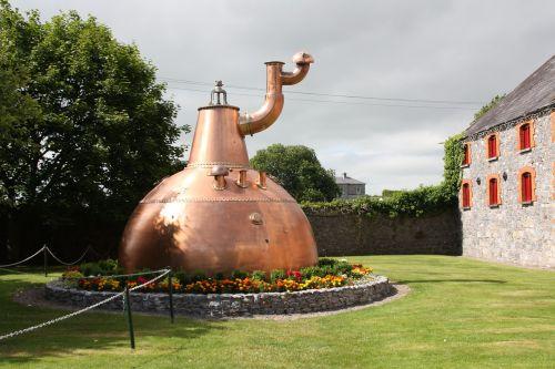 distiller distillery whiskey