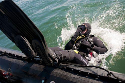 diver navy scuba