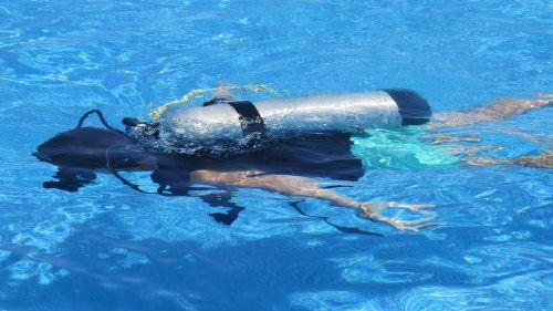 diver deep sea fishing oxygen