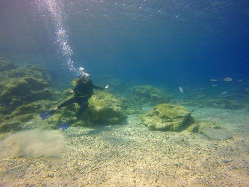 diving girl underwater