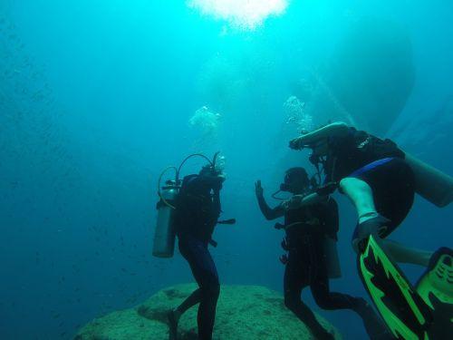 diving scuba sea
