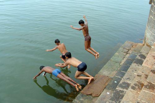diving children boys