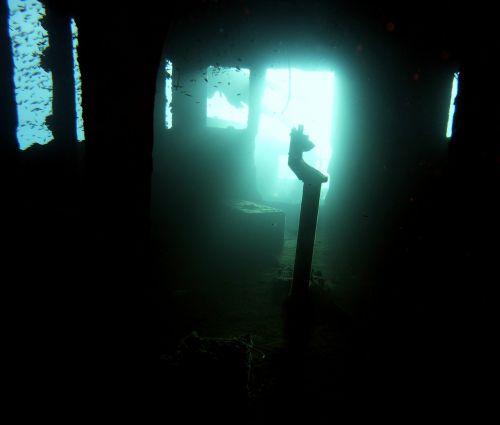 diving wreck underwater
