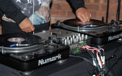 dj,decks,music,turntable,entertainment,mixing,play,equipment