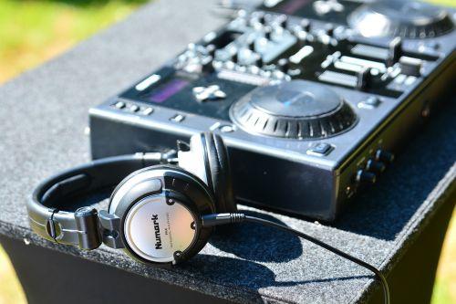 dj headphones mixer