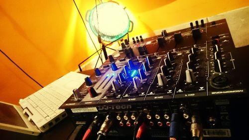 dj mixing electronics