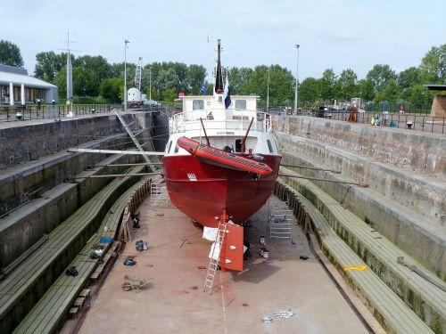 dock repair dry-dock