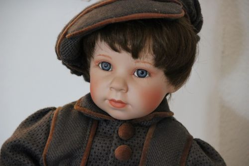doll blue eye face