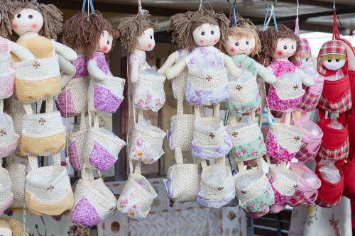 dolls souvenir market
