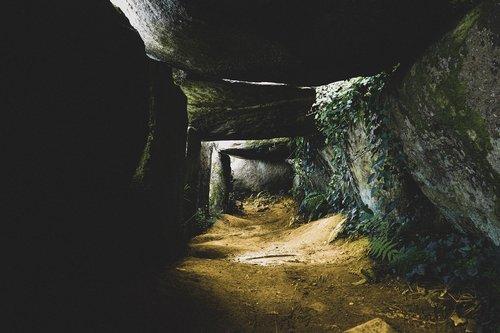 dolmen  grave  tourism