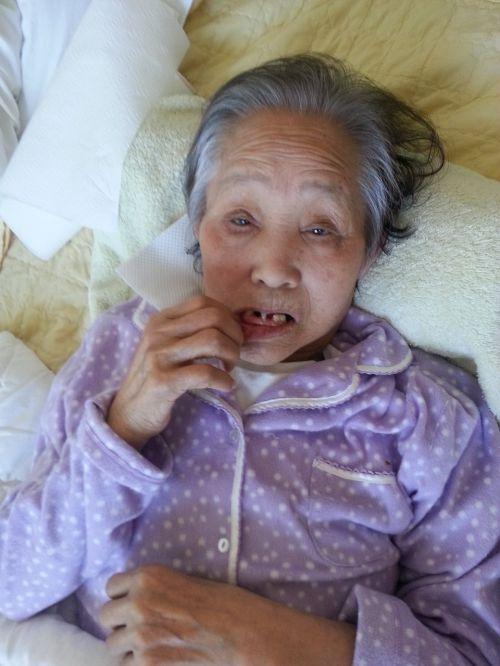 dong-suk mom lip cut machine