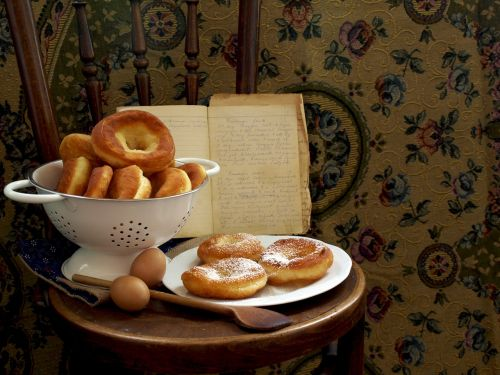 donut chair wooden spoon
