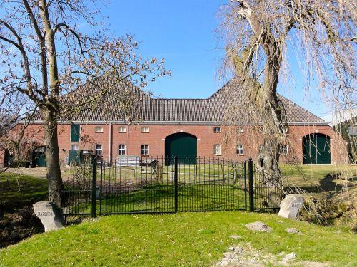 doodstil groningen farmhouse