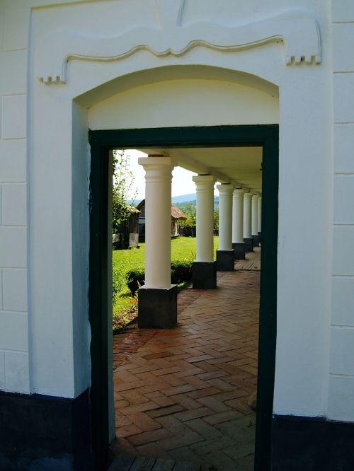 door pillar architecture
