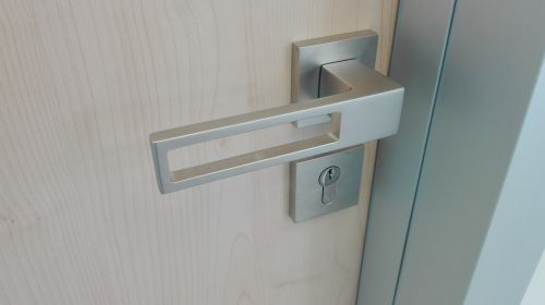 door handle the safety of the