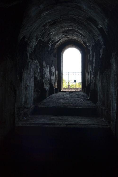 door dark obscure