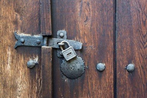 door  castle  locking