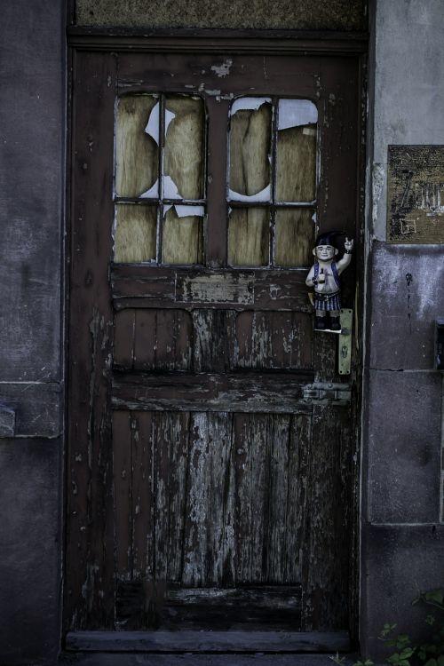 door old decay