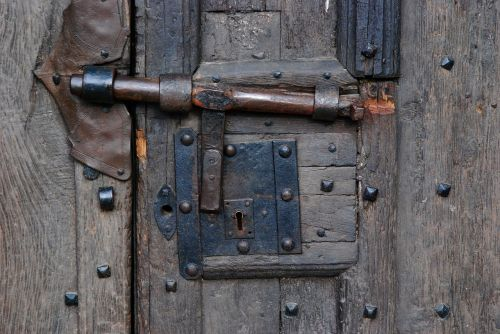 door closure former