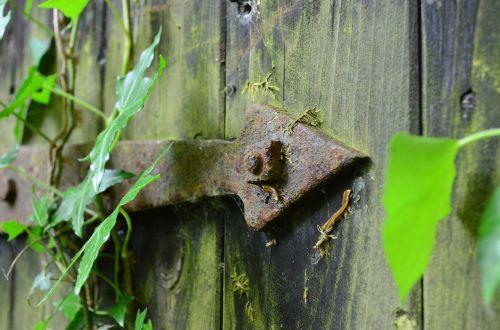 door hardware old rusty