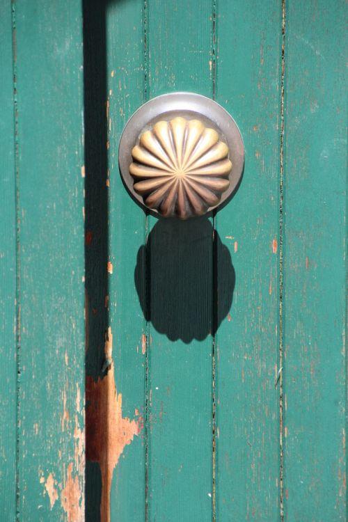 door knob shadow mint