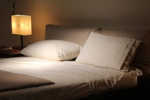 double bed read pillows