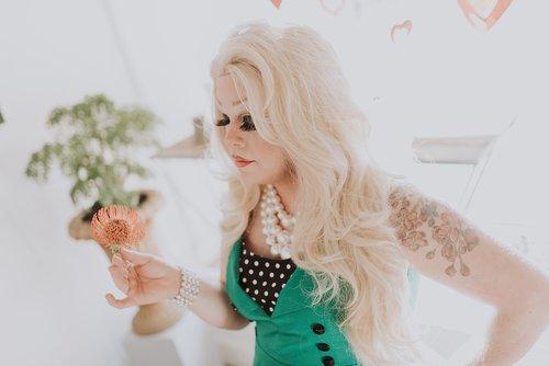 drag queen  drag  queen